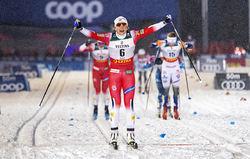 MAIKEN CASPERSEN FALLA vinner överlägsen i Ruka, men nu har tränarna bestämt att hon skall bryta minitouren i Finland. Foto: NORDIC FOCUS