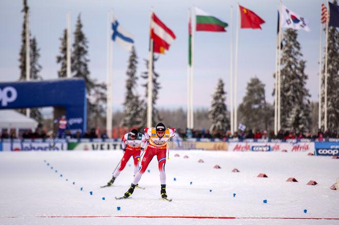 JOHANNES HÖSFLOT KLÄBO hämtades in men kunde ändå spurta ifrån Emil Iversen och ta segern i minitouren i Ruka. Foto: NORDIC FOCUS