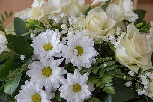 hvit blomsterbukett