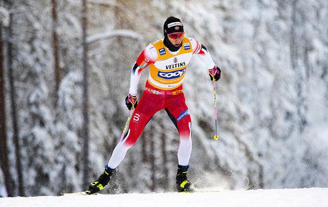 JOHANNES HÖSFLOT KLÄBO åker med ledartröjan i världscupen i Lillehammer. Orkar han försvara den i en tung skiathlon-tävling? Foto: NORDIC FOCUS