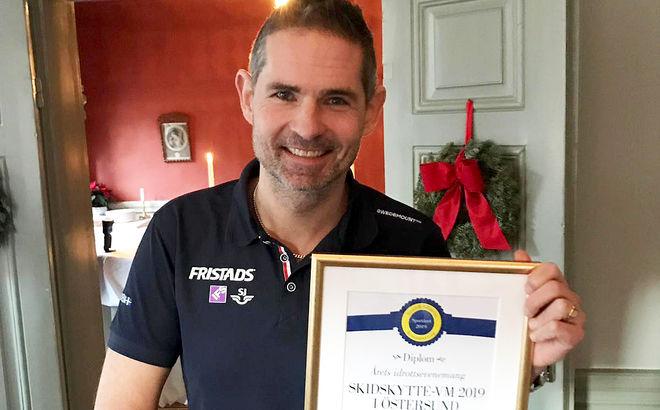 VM-CHEFEN Patrik Jemteborn med diplomet som visar att VM i skidskytte 2019 blev Årets idrottsevenemang i 2019.