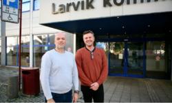 Geomatikk IKT i Trondheim har hatt jobben med å digitalisere byggesaksarkivene i Larvik kommune. Det har skjedd i tett samarbeid med virksomhetsleder Kolbjørn Hem og GIS-koordinator Odd Arne Bakke-Ludvigsen i Larvik kommune. Foto: KS