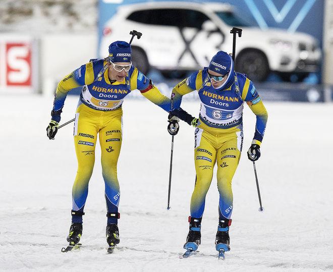 MARTIN PONSILUOMA (tv) växlar över till Sebastian Samuelsson efter tre sträckor. Men dom sköt båda på sig en straffrunda och Sverige förlorade segerchansen. Foto: NORDIC FOCUS