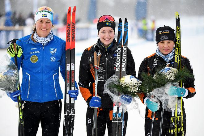 PRISPALLEN i damernas millopp i Volkswagen Cup i Idre, fr v: Linn Sömskar (2:a), Moa Olsson (1:a) och Moa Molander Kristiansen (3:a). Foto/rights: ROLF ZETTERBERG/kekstock.com