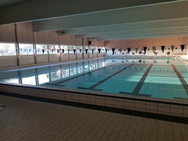 Foto av bassenget i Nordby svømmehall