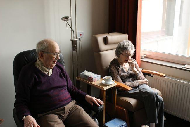 eldre par på sykehjem