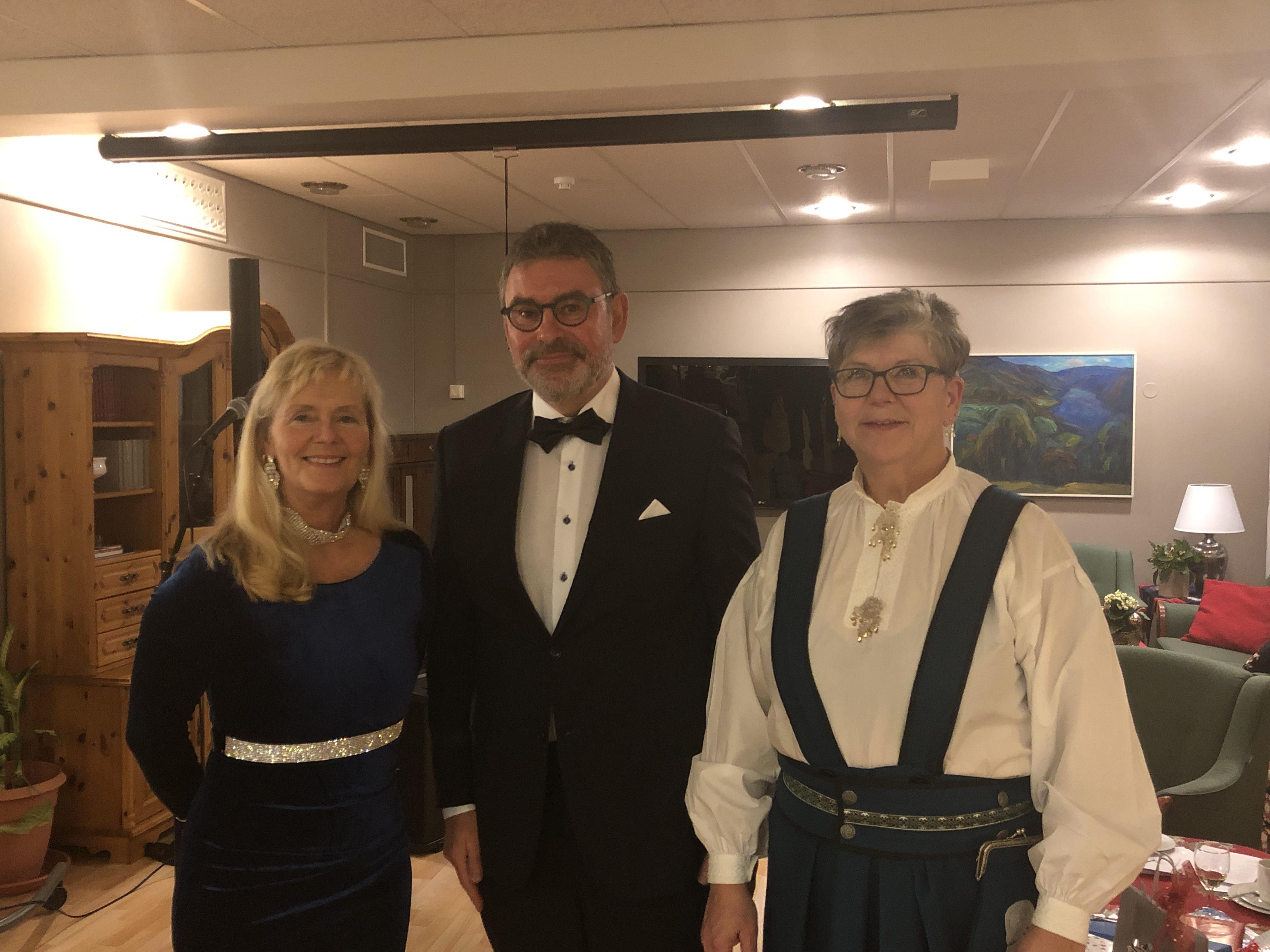 Nyttårsfest på HOS 2020_Elbjørg, Oddbjørn og Ellinor