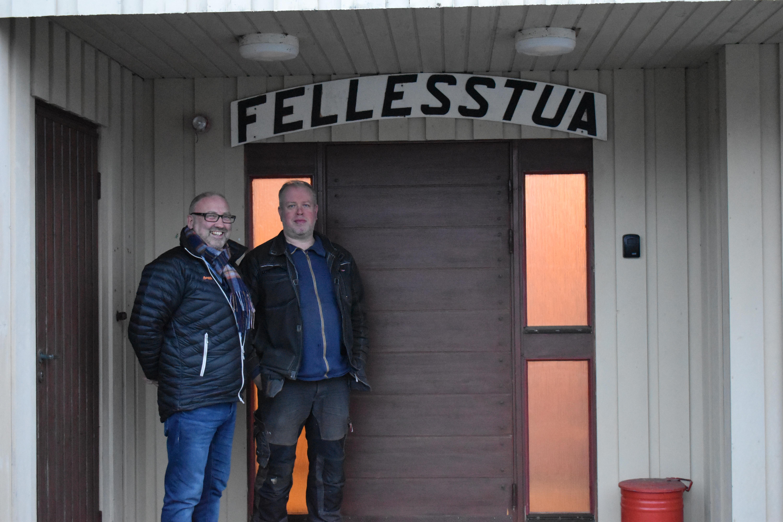 Renovering av Fellesstua_Roger og Morten utvendig