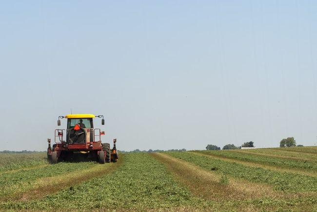 traktor i åker
