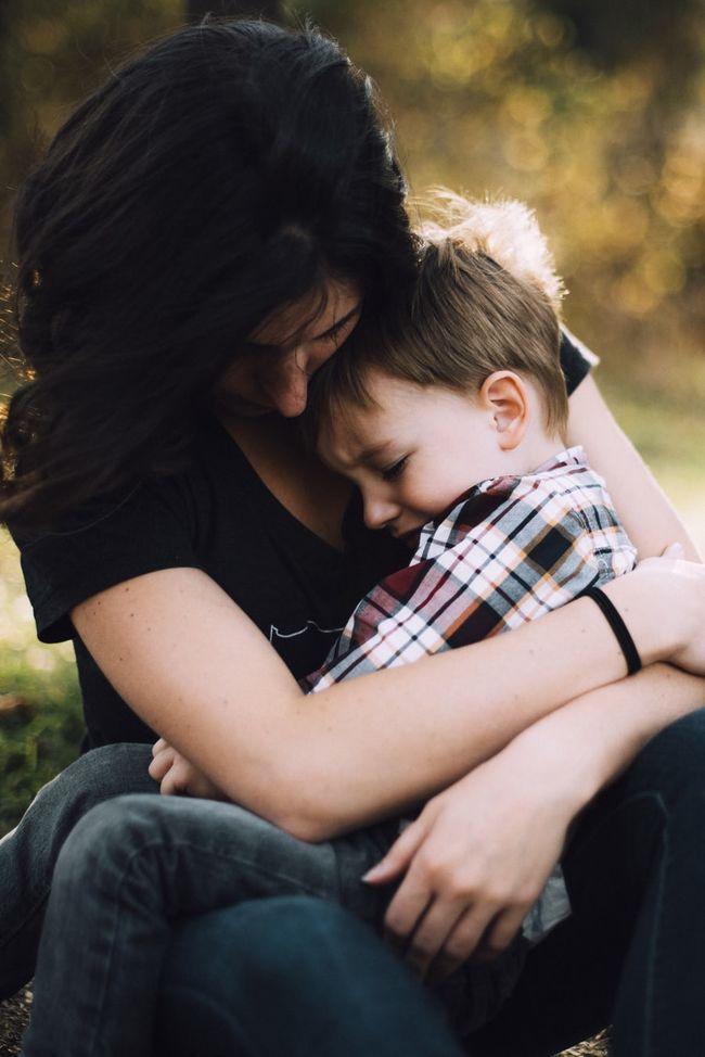 Gråtende barn får trøst