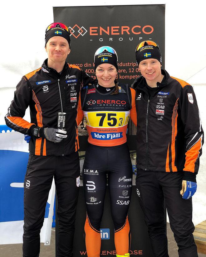 FALUN-BORLÄNGE:s förstalag som vann stafetten på Lugnet och fick 25.000 kronor för segern, fr v: Simon Andersson, Moa Olsson och Hugo Jacobsson. Foto: FBSK