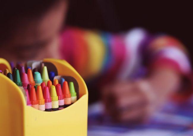 tegnestifter og barn