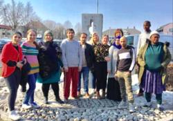 Deltakere har siden mai 2019 hatt internpraksis to dager per uke hos flyktningetjenesten i Stange. De har hatt opplæring i forskjellige temaer.