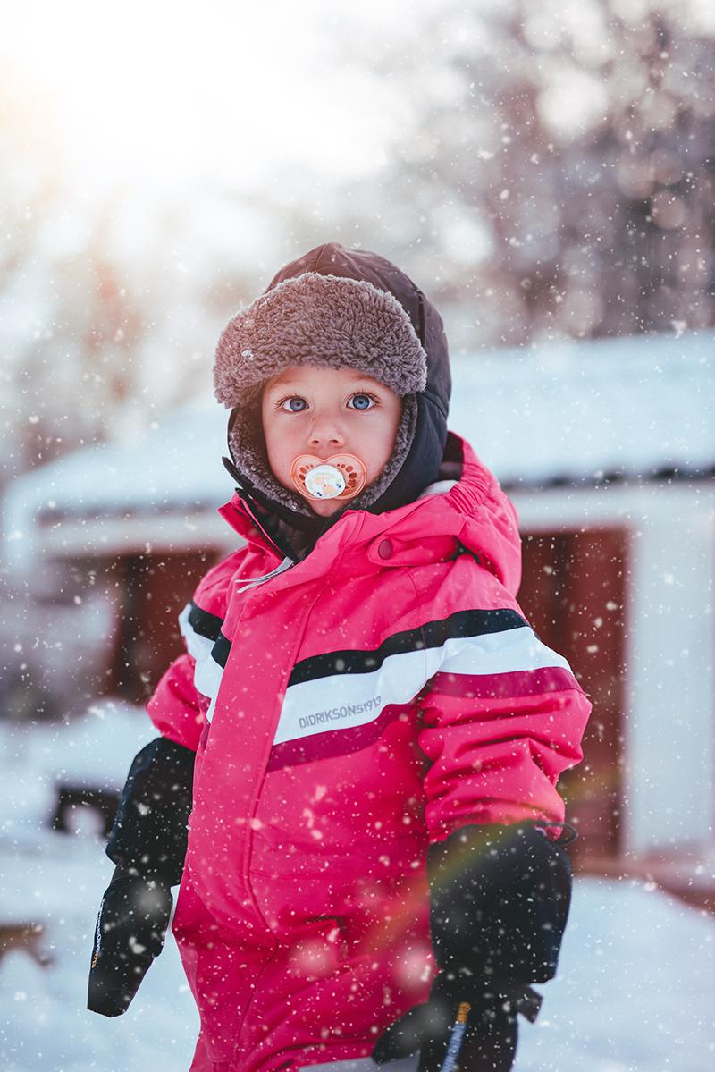 Barn ute i snøen.jpg