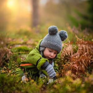 Baby ute i naturen