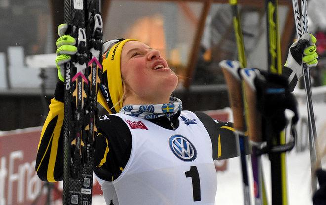 HANNA FALK kunde inte hålla glädjetårarna tillbaka efter seger direkt i sin comeback i Lycksele. Foto/rights: ROLF ZETTERBERG/kekstock.com