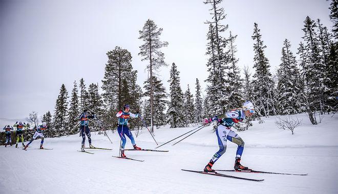 EMMA RIBOM (th) gjorde en stark insats i långloppet i Ski Tour 2020 och slutade 8:a. Nu ligger hon också 8:a totalt. Foto: NORDIC FOCUS