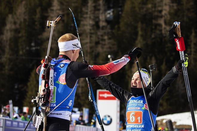 JOHANNES THINGNES BØ og Marte Olsbu Røiseland försvarade gulde i single mixed stafetten från Östersund ifjol. Røiseland har nu medalj på samtlige distanser i årets VM. Foto: NORDIC FOCUS