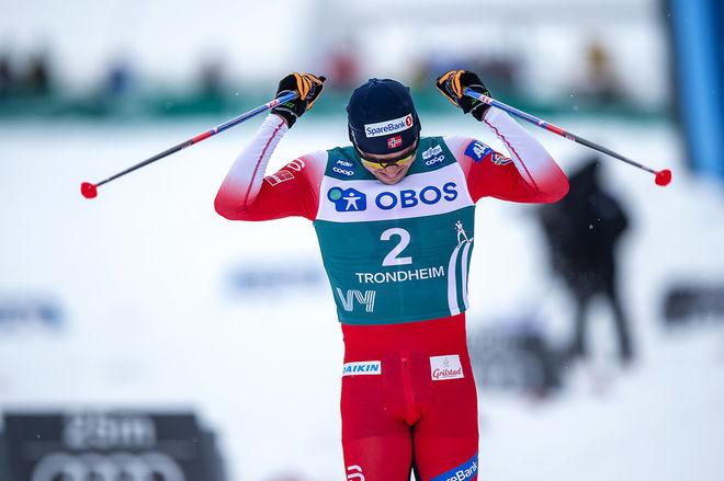 DET BLEV emotionellt för Pål Golberg när han vann Ski Tour 2020 och tog sin största seger någonsin. Foto: NORDIC FOCUS