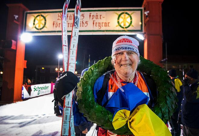 HAN HITTAR VÄGEN till Vasaloppsmålet! 85-årige Börje Karlsson från Landsbro blev den andra i historien att fullfölja 60 Vasalopp/Öppet Spår. Foto: ULF PALM/Vasaloppet