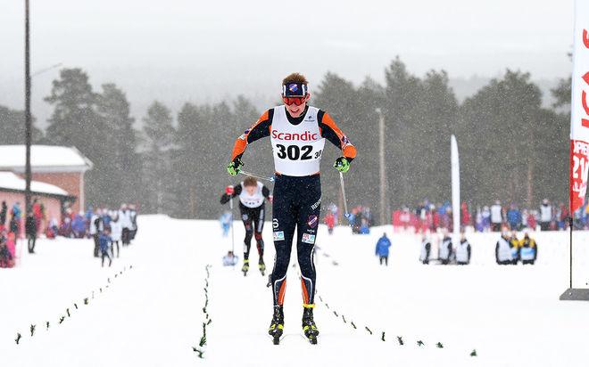TRULS GISSELMAN kan jubla efter att ha parkerat Johan Ekberg med fem sekunder på upploppet. Foto/rights: ROLF ZETTERBERG/kekstock.com