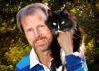 Bjarne O. Braastad med katt