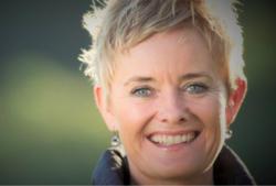 Helen Eriksen er arbeidslivspsykolog, forfatter og foredragsholder og har mer enn 30 års internasjonal erfaring med forandringsprosesser, stressforebygging og arbeidsglede. Foto:Henrik Bjerg