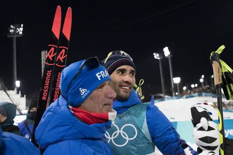 12.02.2018, Pyeongchang, Korea (KOR):Jean Paul Giachino (FRA), coach Team France, Martin Fourcade (FRA), (l-r) - XXIII. Olympic Winter Games Pyeongchang 2018, biathlon, pursuit men, Pyeongchang (KOR). www.nordicfocus.com. © Manzoni/NordicFocus. Every do