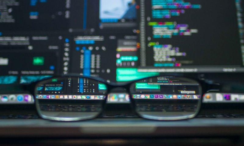 Selv om hackere er en stor trussel, skiller helsesektoren seg ut ved at de fleste sikkerhetsfeilene er menneskelige feil fra medarbeidere, skriver Nils-Ove Gamlem, teknologisjef i Check Point Norge. Foto: Kevin Ku / Unsplash