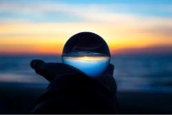 - Kriser er en akselerator for innovasjon, og vi kan ikke vente til vi ser hvordan det går, skriver Kristin Karlsrud Haugse, seniorrådgiver i Digitaliseringsdirektoratet. - Vår beredskap for endring må økes, og vi må gjøre gode strategiske valgn�