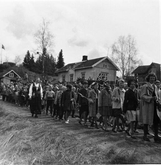 17. mai tog, Fredheim skole i Tingelstad, 1958.