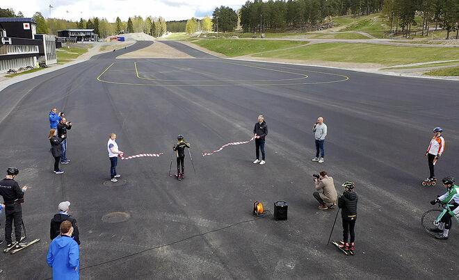 HÄR INVIGS DEN nya och efterlängtade asfaltsbanan på Lugnet i Falun. Foto: ULF PALM/Skidförbundet
