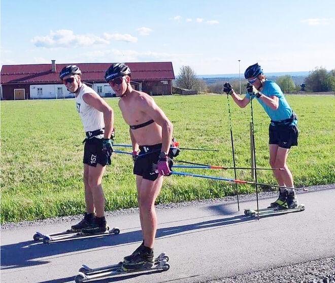 11 TIMMAR på rullskidor i 27-gradige värme! Andreas Holmberg, Emil Persson och Konrad Mattsson Myhr tog sig runt Storsjön – ett träningspass på 215 kilometer. Foto: LAGER 157 SKI TEAM