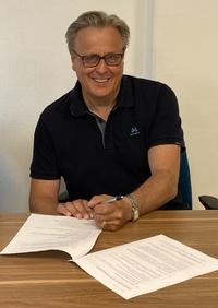 Trond Arne signerer avtale som kommunedirektør 24 juni 2020_200x282.jpg