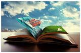 Oppslått bok med hav, buss, plen og labrador på sidene