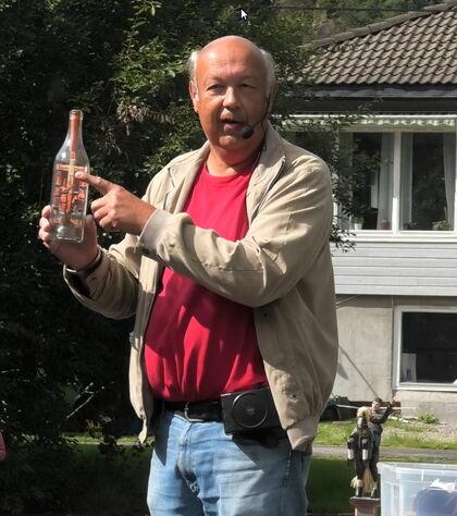 Magne Haugland forteller om russerleirer i Norge under krigen, og viser gave fra russisk fange til norsk familie