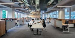 Funnene viser at inkluderende, rettferdig og støttende lederatferd var forbundet med en lavere risiko for psykiske plager hos ansatte, samt økt opplevelse av forutsigbarhet på arbeidsplassen. Foto:LYCS Architecture, Unsplash.