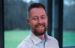 Geir Aker er nok mest kjent som fenriken fra Kompani Lauritzen på TV2, men han er også instruktør, veileder og foredragsholder. Han kommer til Jobb smartere 2020.
