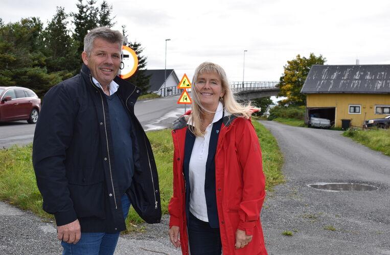 Bjørnar Skjæran på besøk i Herøy_ved brua