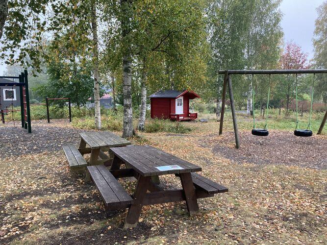 Rustadfeltet, lekeplass på friområdet