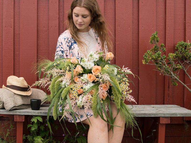 floriss-sommerblomster-astilbe-roser-bukett.jpg