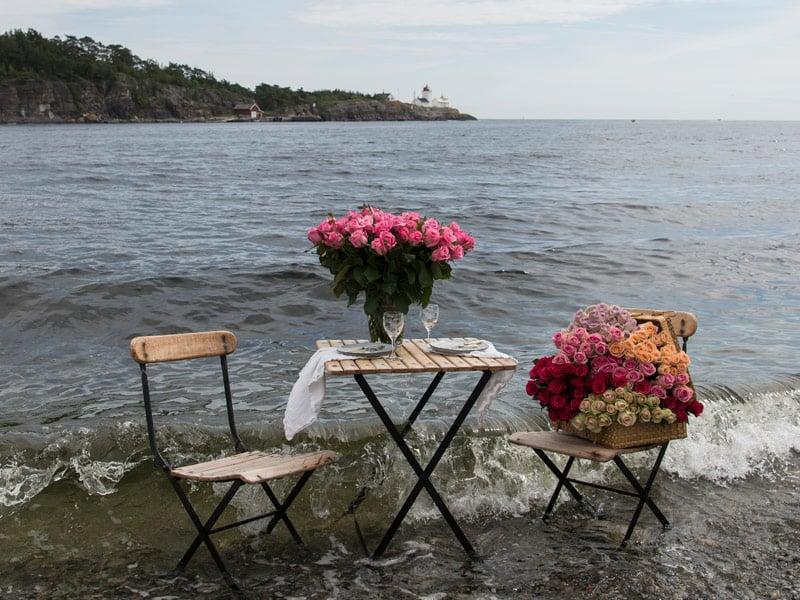 floriss-sommerblomster-feel-free-dekk-bordet-i-strandkanten.jpg