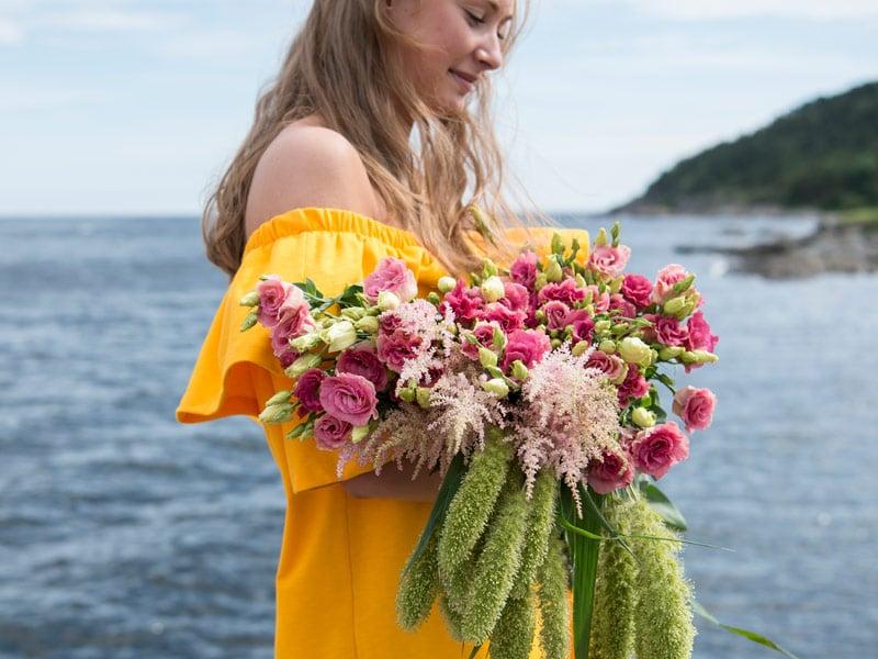 floriss-sommerblomster-roser-tanacetum-brudeslor-bukett_.jpg