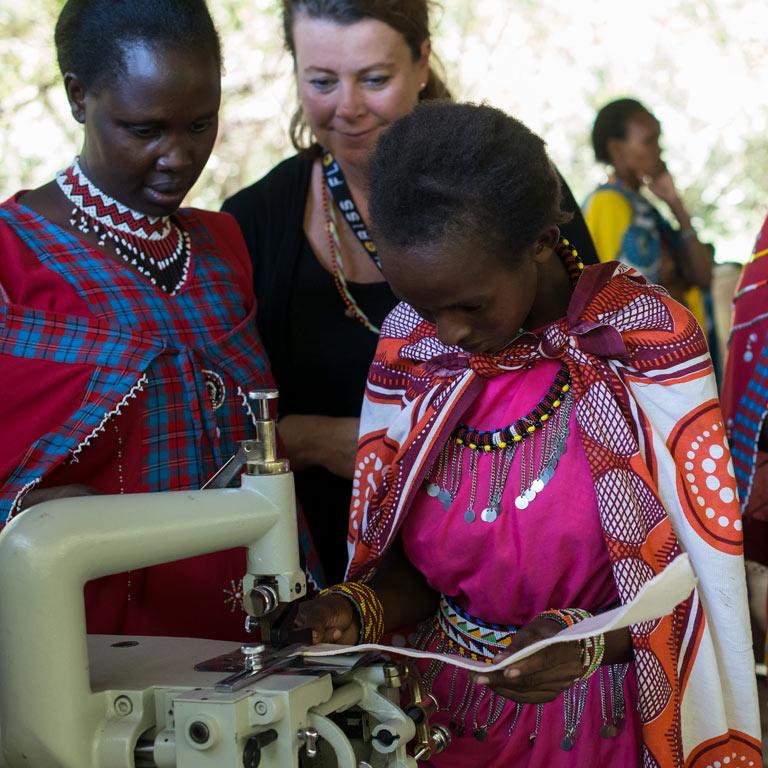 floriss-samarbeid-basecamp-maasaikvinner-maasai-maasai-brand-roser-med-mening-3.jpg