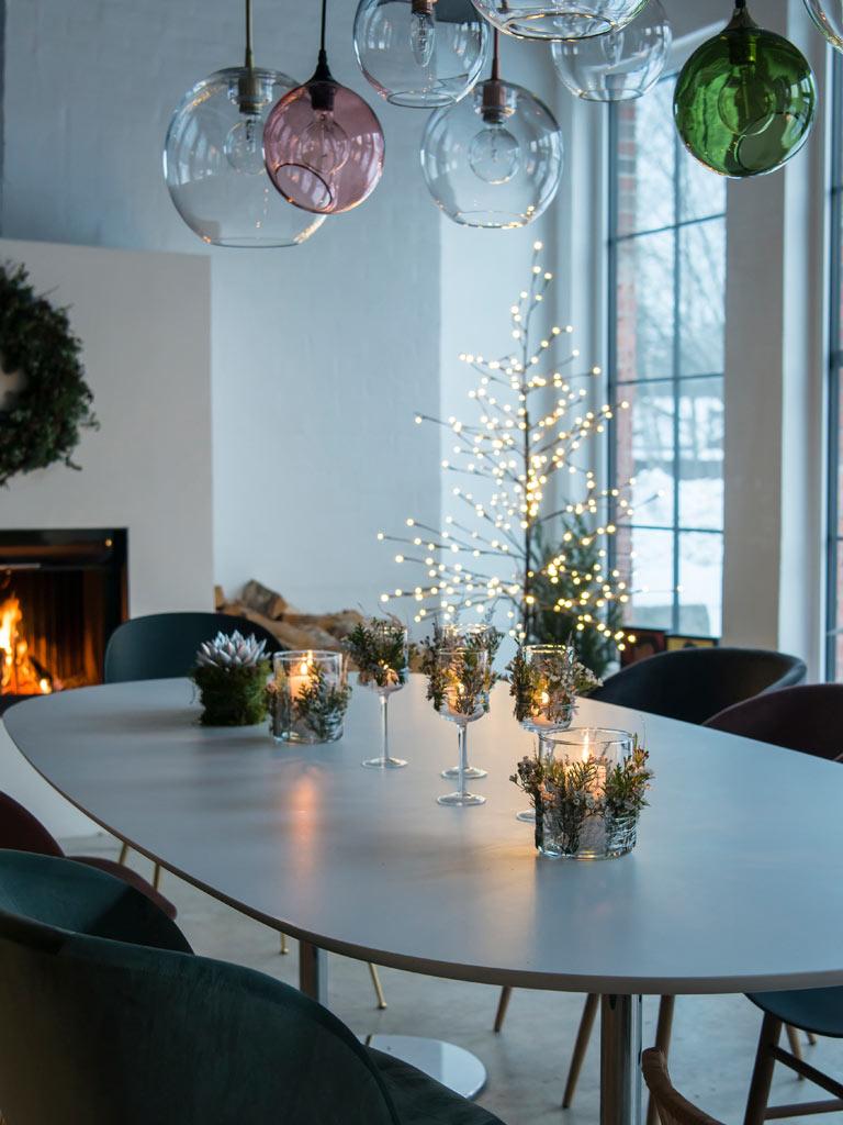 floriss-nyttaarsaften-borddekning-blomsterdekor.jpg