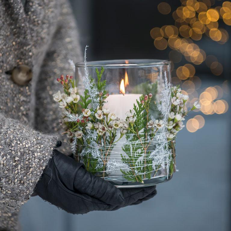 floriss-nyttaarsaften-lykt-med-blomsterdekor.jpg