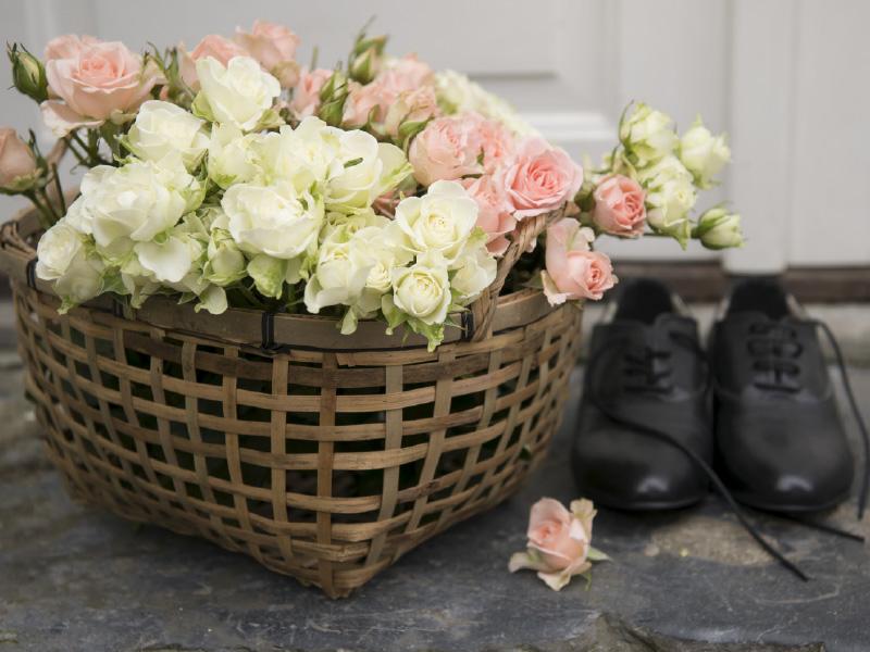 kasse-hvite-rosa-roser.jpg