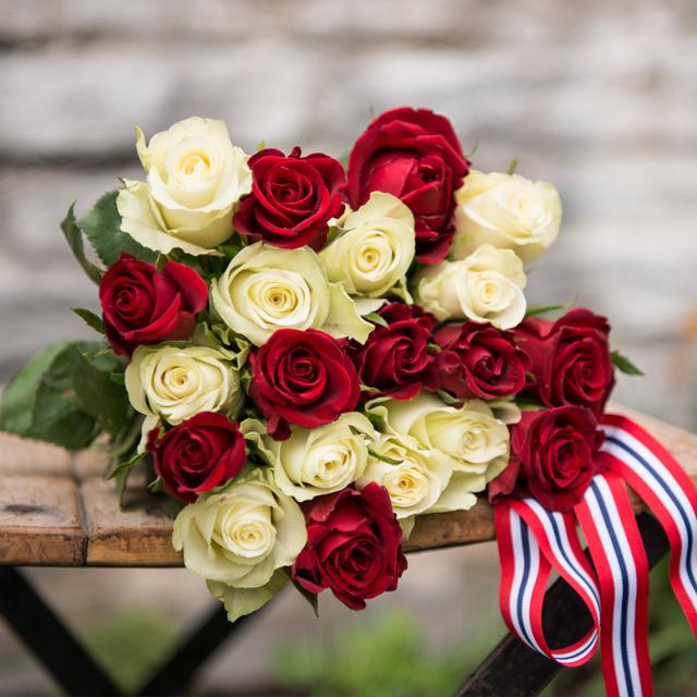 17-mai-hvite-og-rode-festroser.jpg