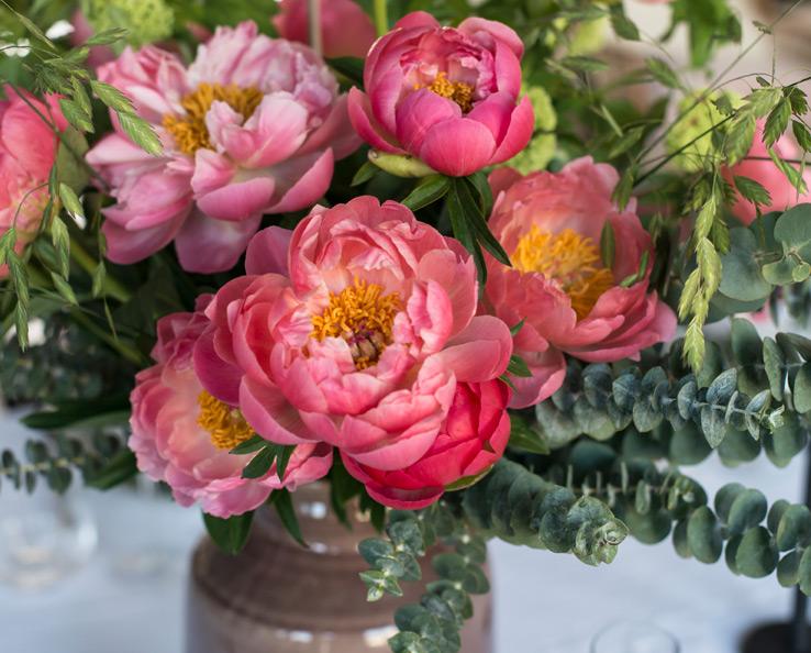 floriss-borddekking-blomster-pynting-peoner-1.jpg