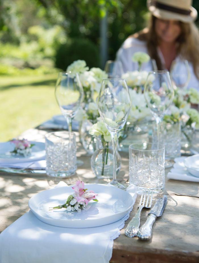 floriss-borddekking-festbord-blomsterbukett-paa-hver-kuvert-begeistrer.jpg
